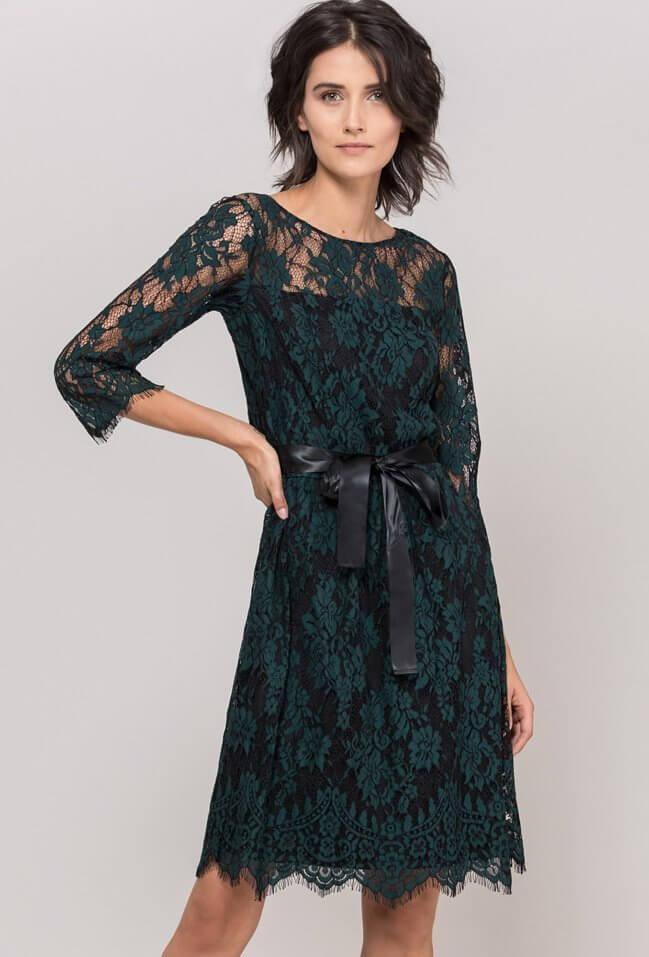 chic zielen przy wigilinjnym stole sukienka Monnari