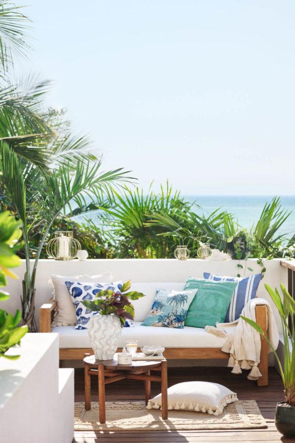 torby na wakacje widok balkony z palami w tle