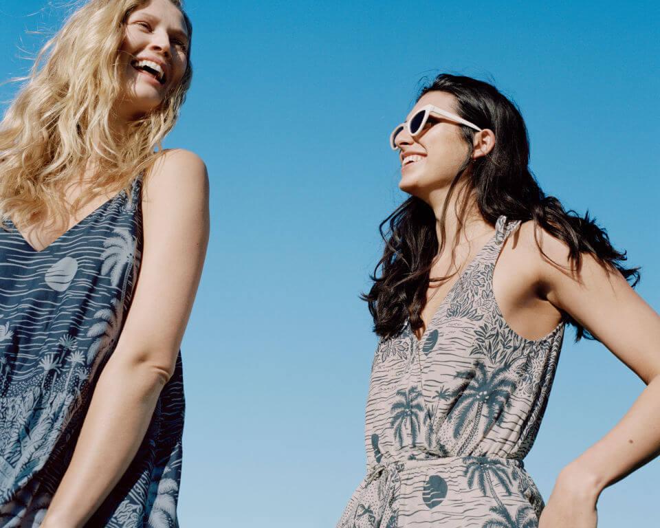 wakacje 2020 modelki w sukienkach