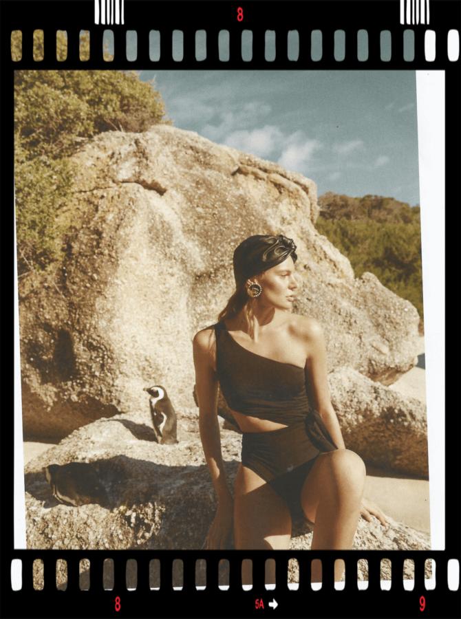 wakacje 2020 strój kąpielowy na modelce
