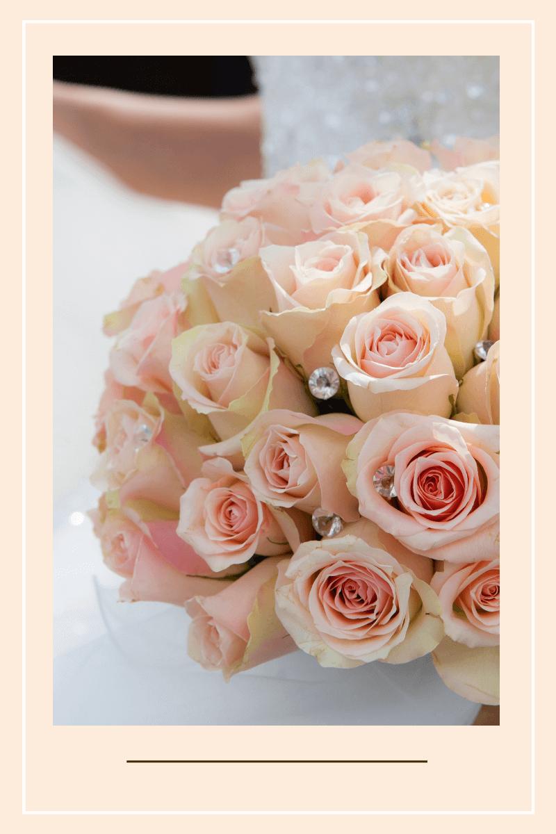 jak wyjść za mąż róze na stole