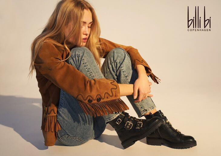 jeans król trendów modelka w skórzanej kurtce