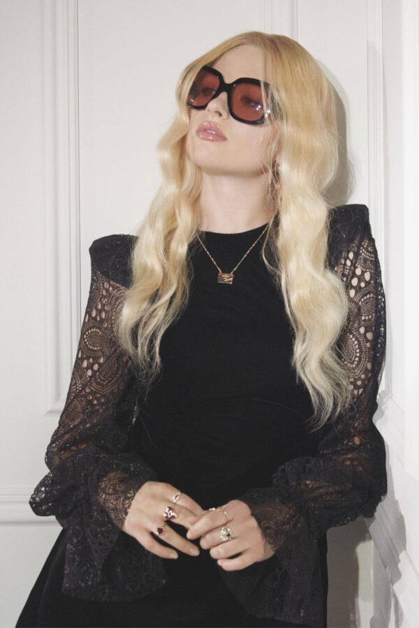 new romantic od H&M modelka w okularach