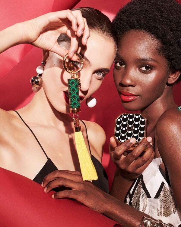 dwie modelki z kosmetykami od CH