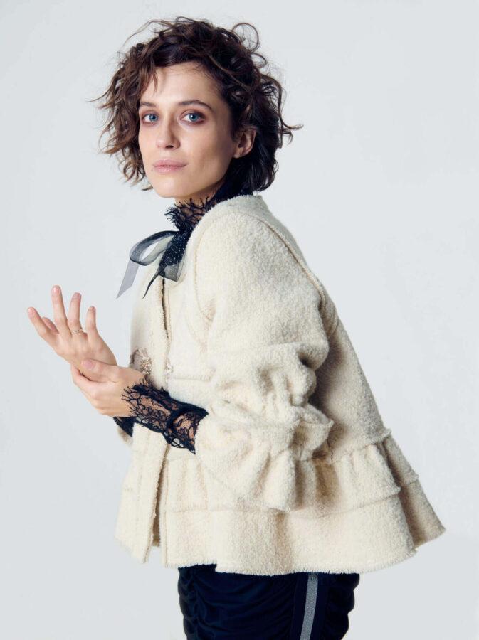 biały płaszczyk od Izabeli Łapińskiej