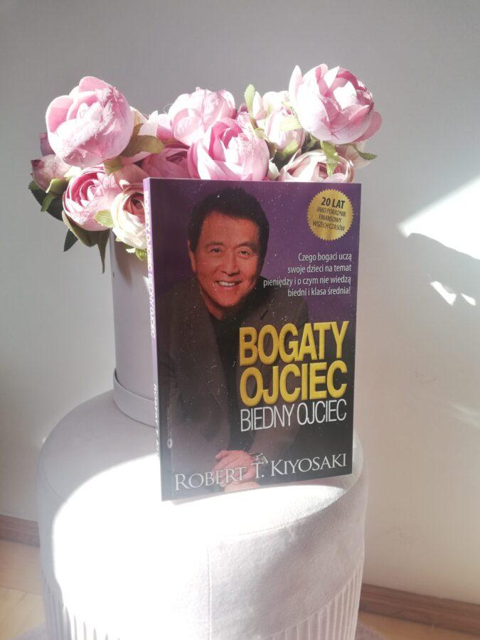 Bogaty ojciec biedny ojciec książka na pufie