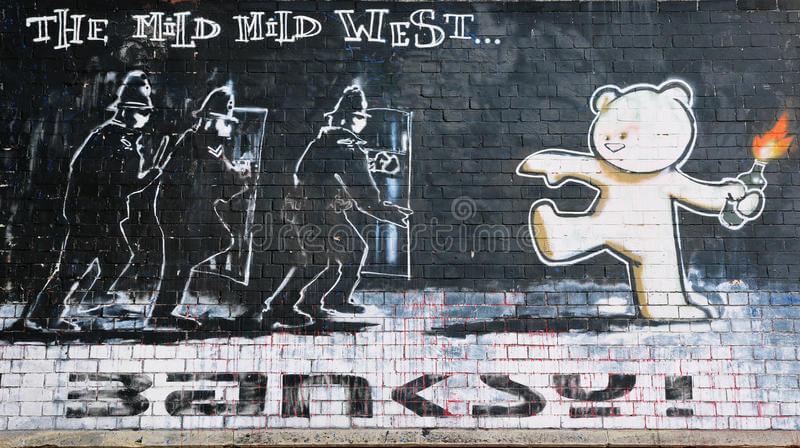 Banksy i miś na murze