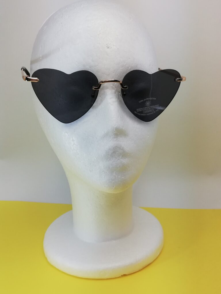 Okulary przeciwsłoneczne z Mango przod lekko