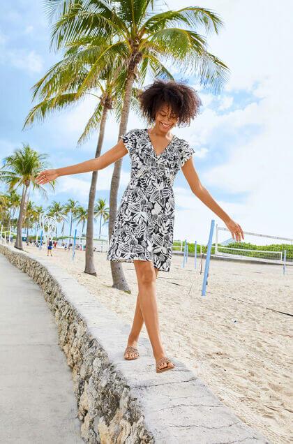 czarna w białe palmy sukienka na lato 2021