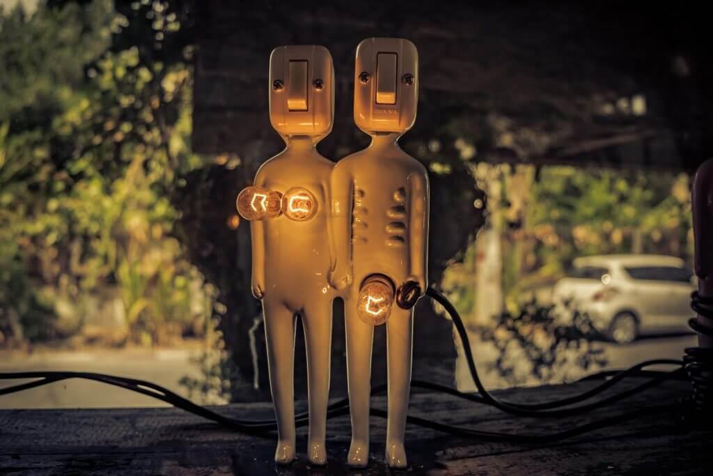 seks nie wychodzi para robotów podłączona do prądu