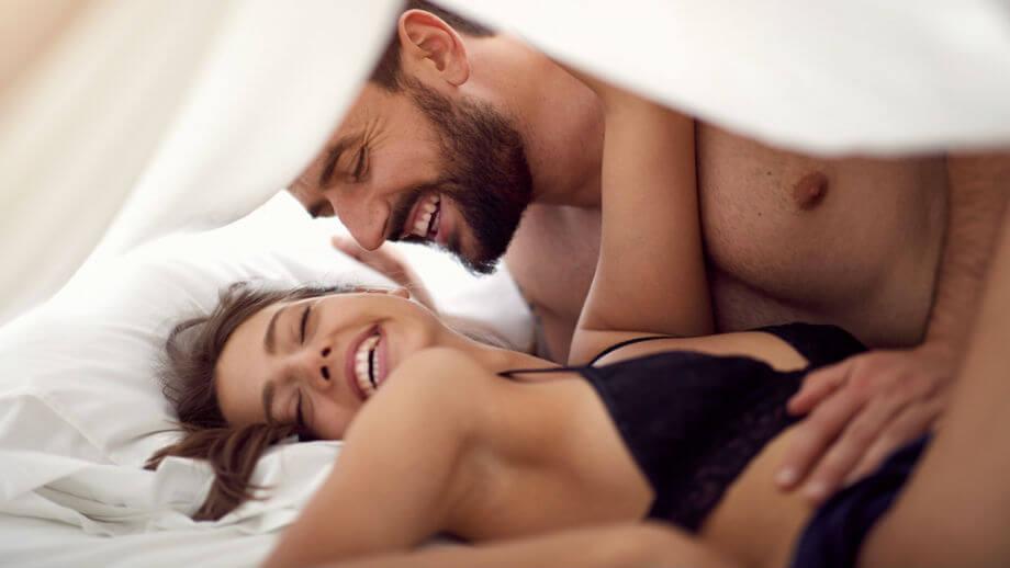 seks nie wychodzi radosna para w łożku