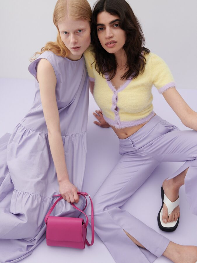 sukienki na lato 2021 dwie modelki z Reserved