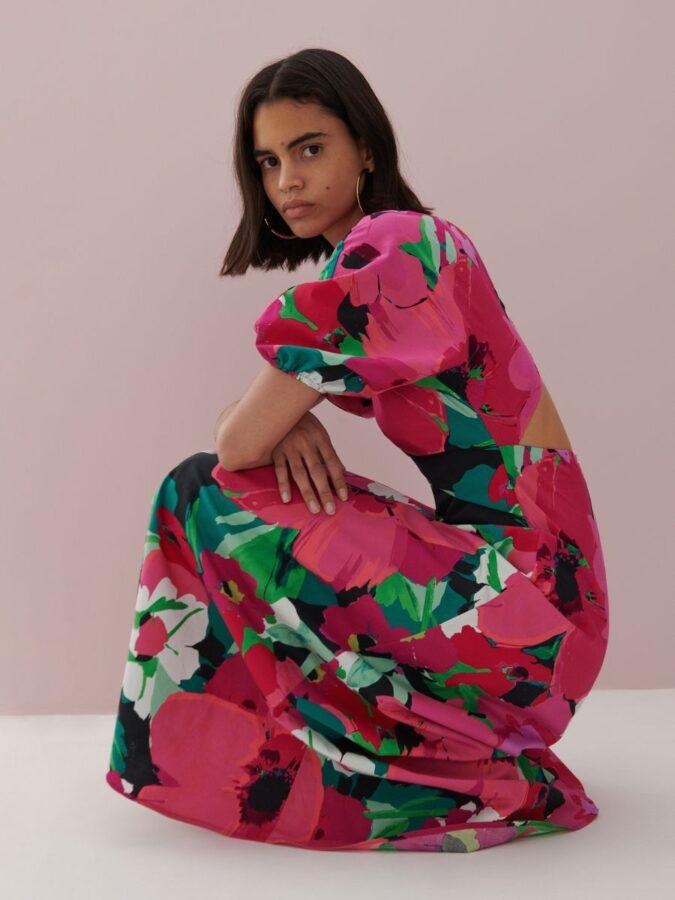 sukienki na lato 2021 różowa w kwiaty hiszpanka